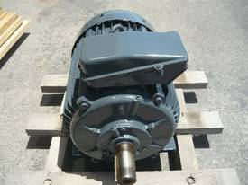 CMG 40HP 3 PHASE ELECTRIC MOTOR/ 2940RPM - picture2' - Click to enlarge
