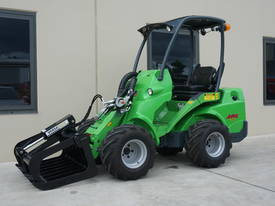 DemoAvant 635 Compact Articulated Loader with 4in1