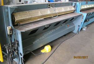 Epic 2450mm x 4mm Hydraulic Guillotine