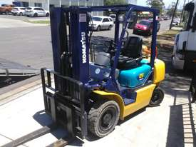 Komatsu Forklift 2.5 Ton 4.3m Lift Height Container Entry  Refurbished - picture2' - Click to enlarge