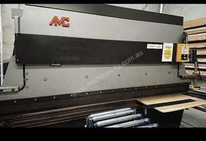 Amc HYDRAULIC 50 TON  PRESS BRAKE