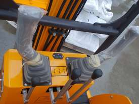 Mini excavator New model rhino xno8  2018  with all attachments  - picture1' - Click to enlarge