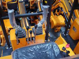 Mini excavator New model rhino xno8  2018  with all attachments  - picture15' - Click to enlarge
