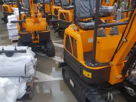 Mini excavator New model rhino xno8  2018  with all attachments  - picture17' - Click to enlarge