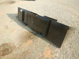 Unused CAT 2000mm 279-5376 GP Bucket  - picture3' - Click to enlarge