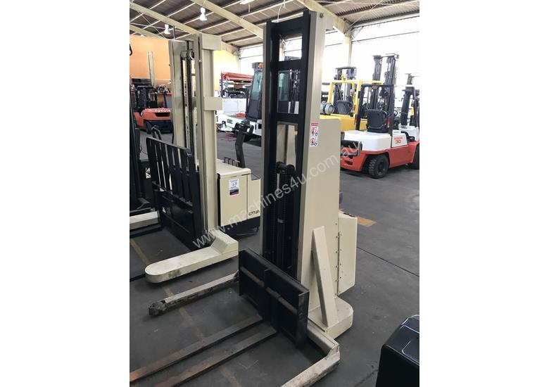 Crown 20MT130A Walkie Stacker