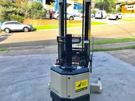Crown 1.5T Walkie Reach Stacker Forklift with 4.5m Lift FOR SALE - picture3' - Click to enlarge