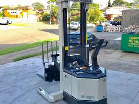 Crown 1.5T Walkie Reach Stacker Forklift with 4.5m Lift FOR SALE - picture2' - Click to enlarge
