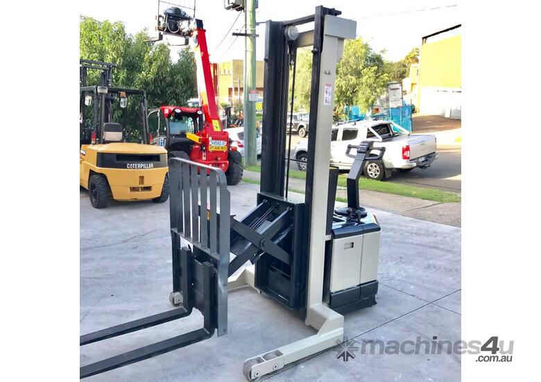 Crown 1.5T Walkie Reach Stacker Forklift with 4.5m Lift FOR SALE