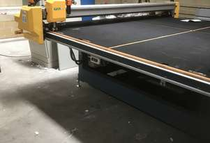 Float and safety glass cutting table