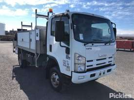 2010 Isuzu NPS300 - picture0' - Click to enlarge