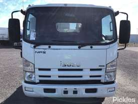 2010 Isuzu NPS300 - picture1' - Click to enlarge