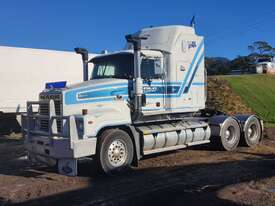 2002 Mack Trident - picture2' - Click to enlarge