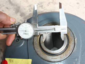 Shaft mounted speed reducer 5:1 Ratio gear box - picture3' - Click to enlarge