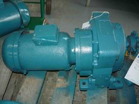 INDUSTRIAL REDUCTION BOX MOTOR/ 52RPM - picture2' - Click to enlarge