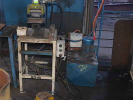 1.1kW 3 phase HYDRAULIC fabricated LETTER PRESS  - picture0' - Click to enlarge