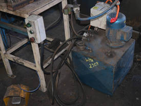 1.1kW 3 phase HYDRAULIC fabricated LETTER PRESS  - picture3' - Click to enlarge