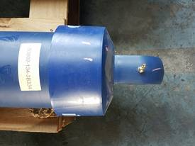 TIPPING HOIST Well Mount Raised Trunnion - picture3' - Click to enlarge