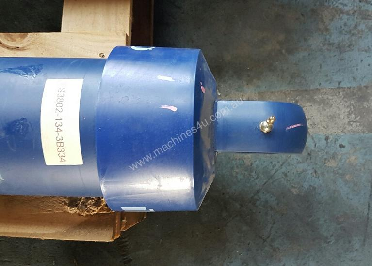 TIPPING HOIST Well Mount Raised Trunnion