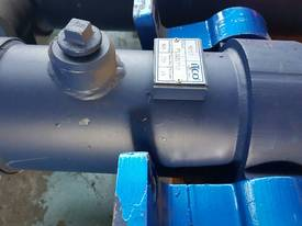 TIPPING HOIST Well Mount Raised Trunnion - picture5' - Click to enlarge