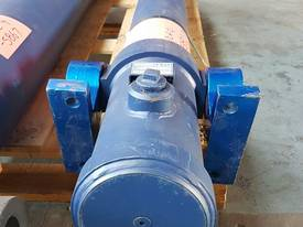 TIPPING HOIST Well Mount Raised Trunnion - picture6' - Click to enlarge
