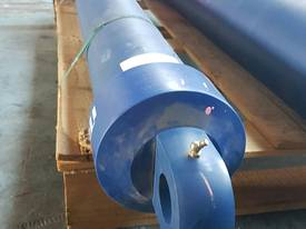 TIPPING HOIST Well Mount Raised Trunnion - picture7' - Click to enlarge