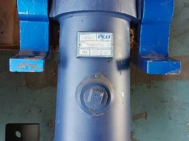 TIPPING HOIST Well Mount Raised Trunnion - picture9' - Click to enlarge