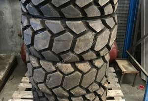 4 x Skid Steer Advance Tubeless Heavy Duty Tyres 1