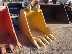 CATERPILLAR 1000MM Bucket-GP Attachments - picture0' - Click to enlarge