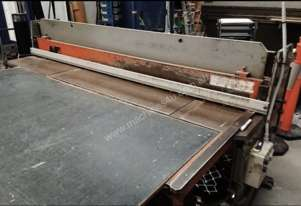 HUDRAULIC GUILLOTINE FOR CAPPING STAINLESS STEEL SHEET METAL OR GRILL WORK
