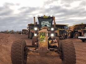 Komatsu GD825A-2 Grader - picture1' - Click to enlarge