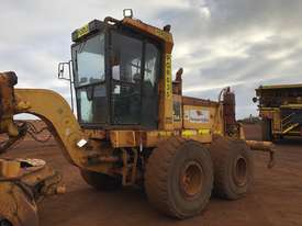 Komatsu GD825A-2 Grader - picture4' - Click to enlarge