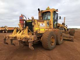 Komatsu GD825A-2 Grader - picture6' - Click to enlarge