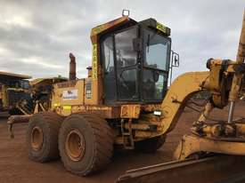 Komatsu GD825A-2 Grader - picture8' - Click to enlarge