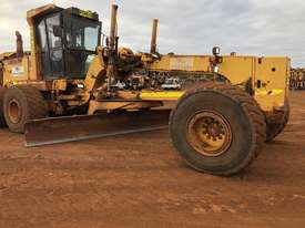 Komatsu GD825A-2 Grader - picture9' - Click to enlarge