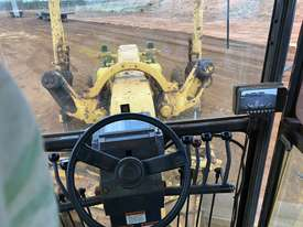 Komatsu GD825A-2 Grader - picture10' - Click to enlarge