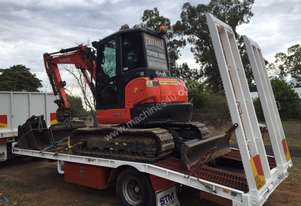 Kubota 2016 excavator with 800 hours,air cabin, steel  tracks rubber pads, buckets and grab