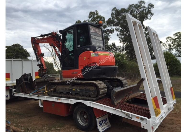 Kubota KX57 2016 excavator with 800 hours,air cabin, steel  tracks rubber pads, buckets and grab