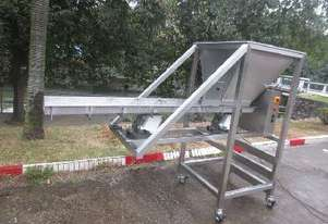 Iopak Vibratory Feeder with Hopper