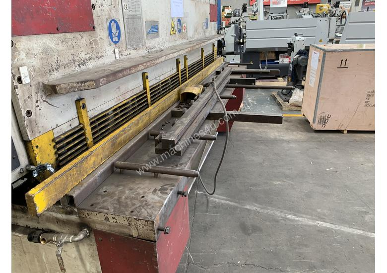 Just Traded - IMAL 3050mm x 6.5mm Variable Rake Hydraulic Guillotine with Rear Sheet Supports