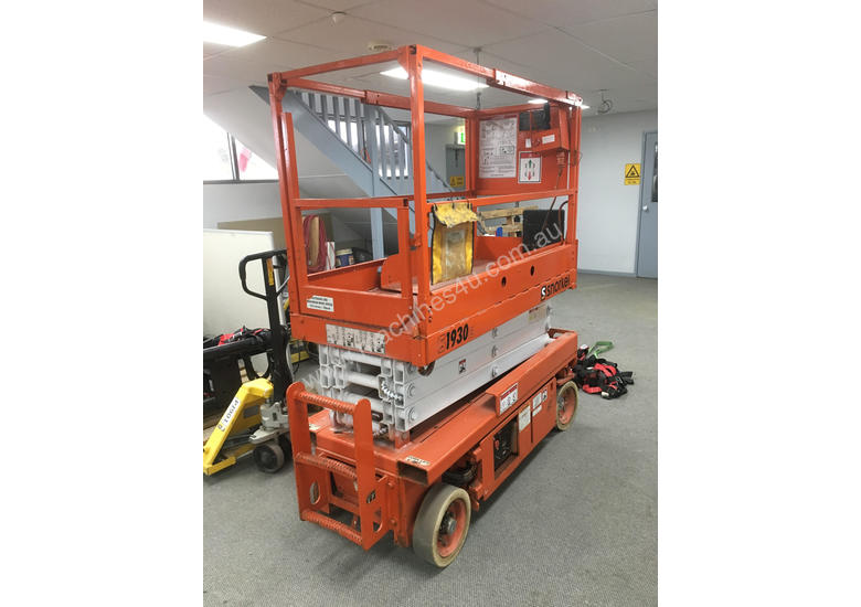 Scissors lift in a good condition for a quick sale