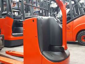 Used Forklift:  T16 Genuine Preowned Linde 1.6t - picture0' - Click to enlarge