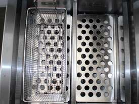 Blue Seal GT46 Twin Pan Fryer - picture1' - Click to enlarge