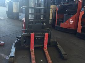 RAYMOND WALKIE REACH STACKER 3886MM LIFT 3 STAGE   - picture2' - Click to enlarge
