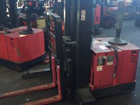 RAYMOND WALKIE REACH STACKER 3886MM LIFT 3 STAGE   - picture0' - Click to enlarge