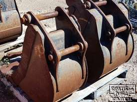 Cat Buckets, 300mm to 1500mm from $600. EMUS NQ - picture2' - Click to enlarge