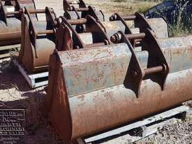 Cat Buckets, 300mm to 1500mm from $600. EMUS NQ - picture4' - Click to enlarge