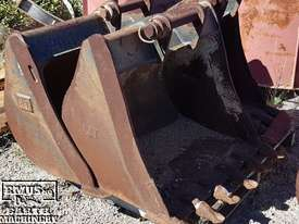 Cat Buckets, 300mm to 1500mm from $600. EMUS NQ - picture5' - Click to enlarge