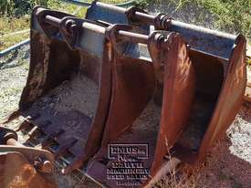 Cat Buckets, 300mm to 1500mm from $600. EMUS NQ - picture18' - Click to enlarge