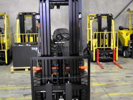 2.5T Counterbalance Forklift - Utilev UT25P - picture3' - Click to enlarge